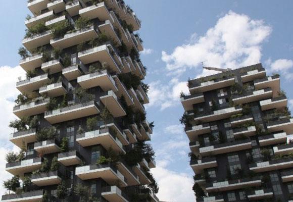 Los edificios de Porta Nuova se ven imponentes desde el suelo
