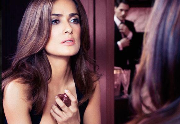 La mexicana Salma Hayek es rostro de la fragancia Forever de Avon