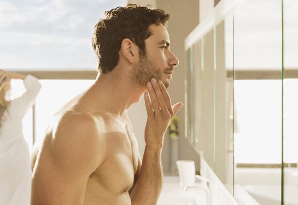 Cuida la piel de tu rostro para lucir un aspecto más joven