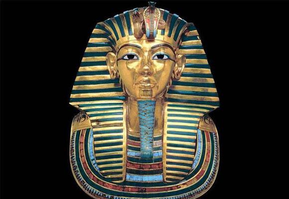 Máscara mortuoria de Tutankamon con turquesas