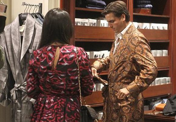 Scott Disick luciendo batín de lujo de la firma New & Lingwood