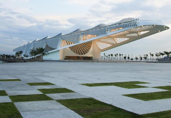Más de 2.500 pilares, 55.000 toneladas de cemento y 3.810 toneladas de metal conforman el edificio