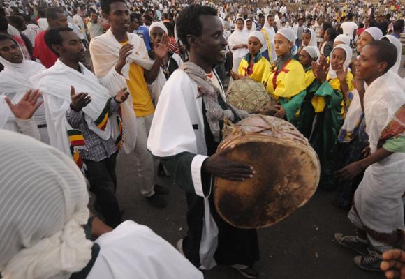 Danzas durante la procesión el día de la Epifanía