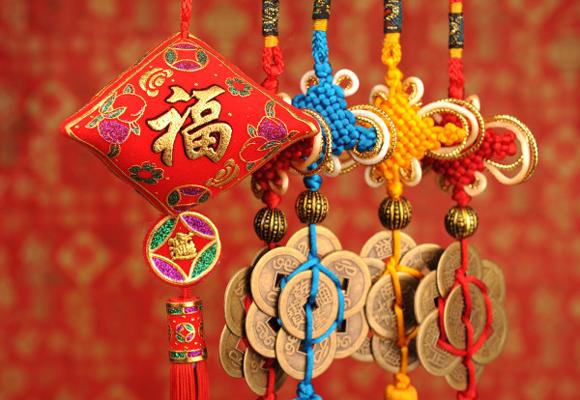 El rojo es el color de la buena suerte para los chinos. ¡Llévalo todo el año!
