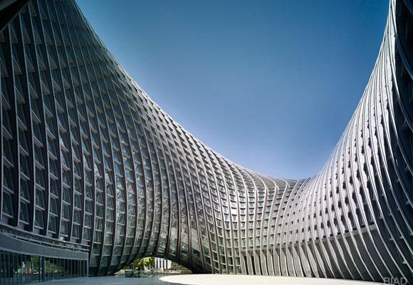 El edificio simula una doble hélice de and