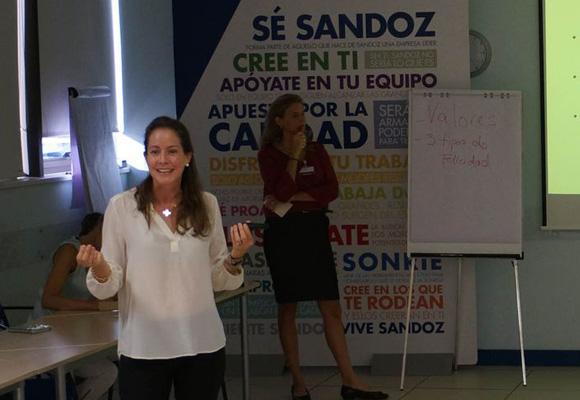 Daniela Pittman y Leticia Ponce imparten el seminario de la felicidad