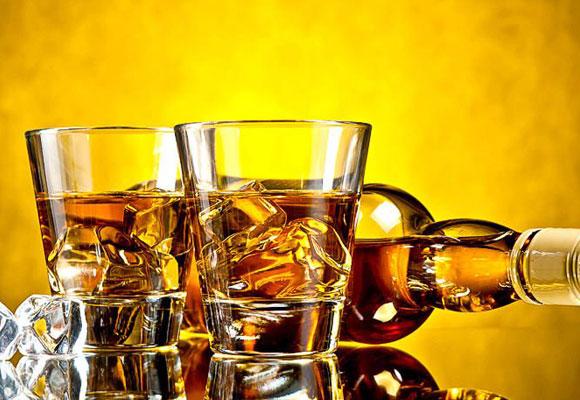 Las bebidas alcohólicas hacen que produzcamos menos saliva