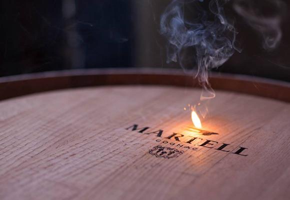 Cognacs envejeciendo en barricas