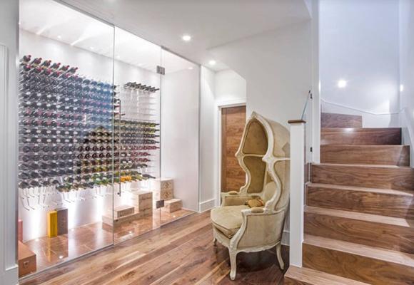 Conservar el vino en un espacio que invite a las reuniones con amigos