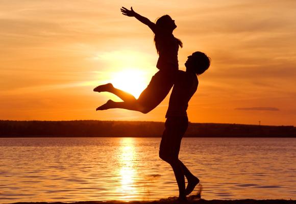 Aunque no se enamoren, en la cita se divierten porque tienen mucho en común