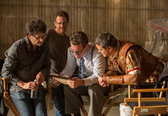 Los Coen durante el rodaje junto a Brolin y Clooney