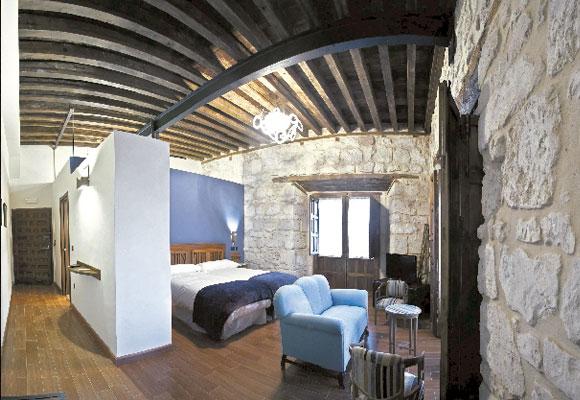 Su interior está decorado combinando piezas modernas y antiguas