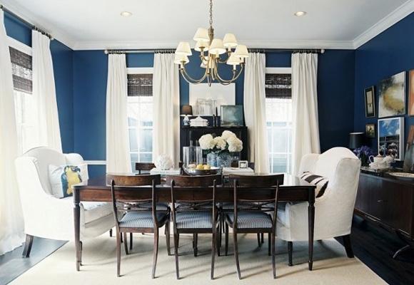El azul oscuro es la elegancia. Apuesta por él para una sala de estar