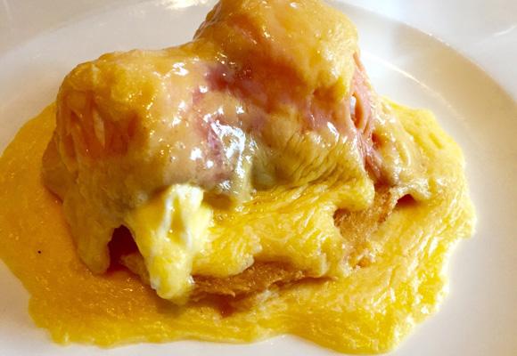 Huevos con salmón ahumado, plato estrella del restaurante
