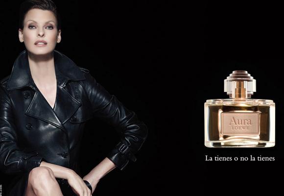 Lowe también cuenta con su línea de perfumes. Compra aquí Aura