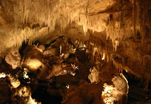 Unas cuevas con las mayores estalactitas del mundo. ¡Imperdible!