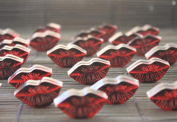 Los labios son el elemento fundamental en la muestra de Patricia Nicolás