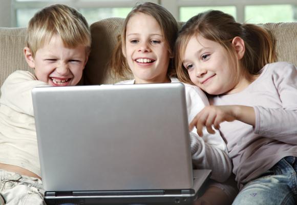 Los padres deben enseñar a sus hijos a usar las redes sociales