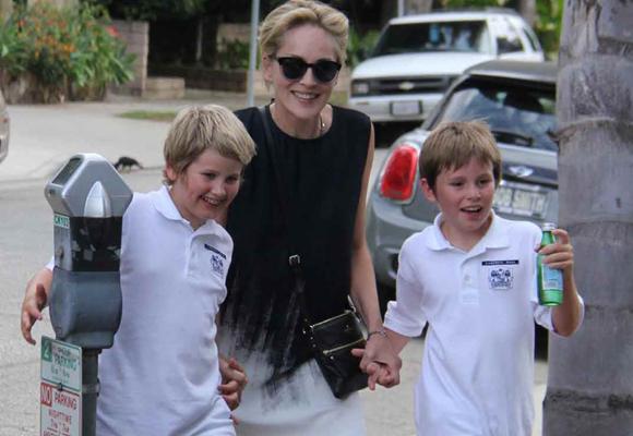 Sharon Stone tuvo a sus hijos menores gracias a un vientre de alquiler