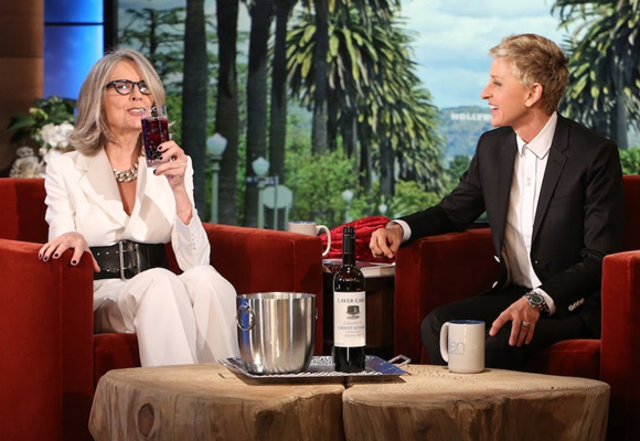 Diane Keaton presentó su vino helado en el programa de Ellen Degeneres