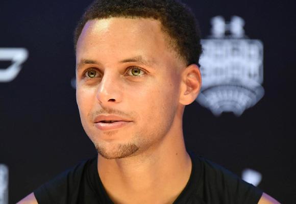 Curry se ha convertido en una estrella y ya está entre los grandes del deporte