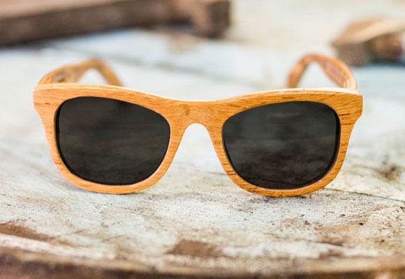 Las gafas están hechas con el roble de las barricas