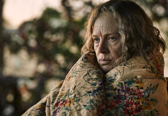 Judy Davis es la madre de Kate Winslet en la ficción