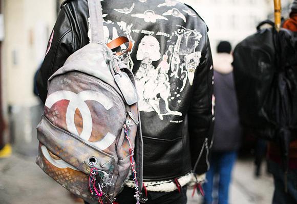 Chanel ha puesto de moda las mochilas de lujo con su modelo Graffitti