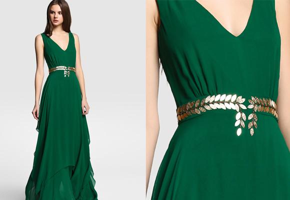 Vestido verde con accesorios dorados