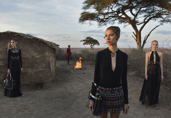 Valentino se inspira en las tribus para su nueva colección. Compra aquí