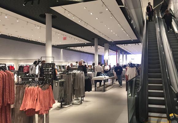 La tienda acoge las colecciones de hombre, mujer y niño