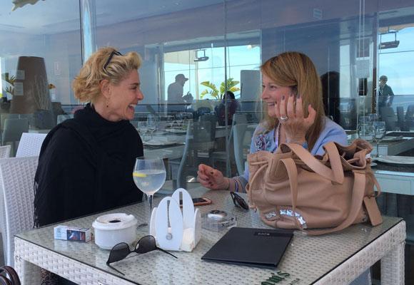Belén Rueda y nuestra colaboradora Amalia Enríquez en el hotel AC