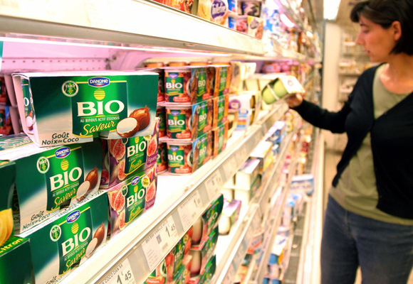 A range of Danone products is seen as a customer makes her choice in a French super market in Paris, July 21, 2005. The French government should do all it can to block a possible hostile bid for French food group Danone, subject to speculation it could be bought by Pepsico, France's interior minister said. Earlier on Wednesday Danone's chairman said the company had received no approach though it was taking the possibility seriously. REUTERS/Julien Hekimian