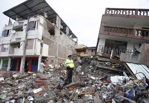 Más de 500 muertos y ciudades destrozadas tras el terremoto