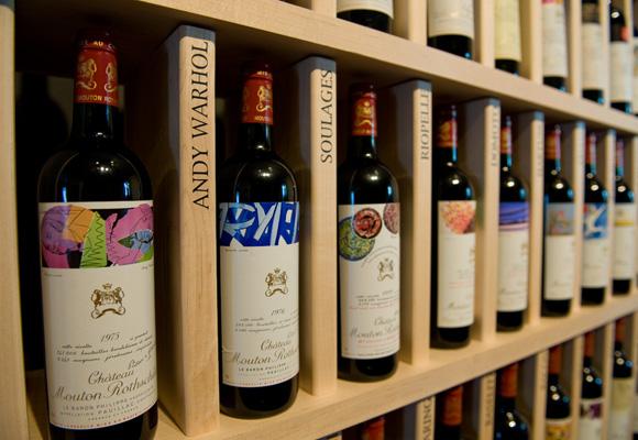 De Warhol a Dalí, grandes artistas han diseñado las etiquetas de este vino