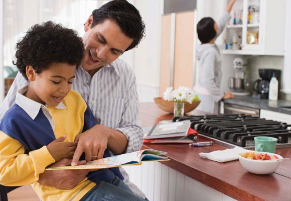 Predica con el ejemplo y lee con tus hijos