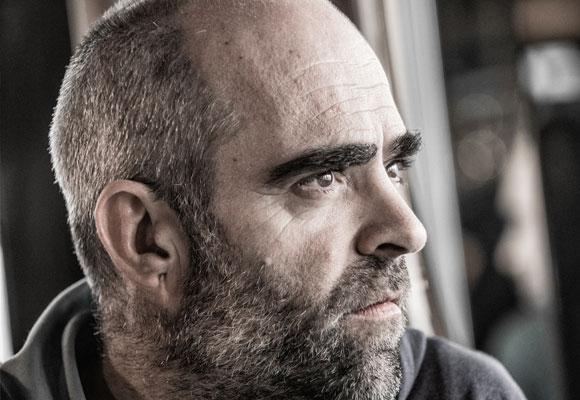 Luis Tosar es López. Foto: Brian Hallett. Haz clic en la imagen para ver su entrevista completa