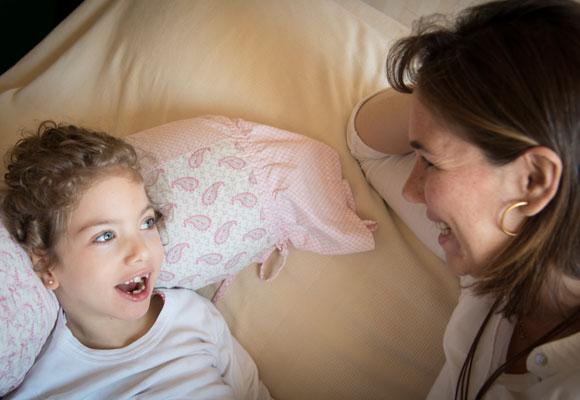 La sonrisa de Mencía y la de tantos niños como ella son el motor de muchos padres y científicos para seguir investigando