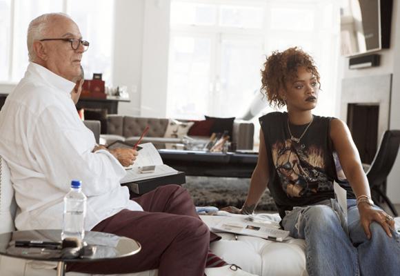 Rihanna durante la preparación de su colección junto a Blahnik