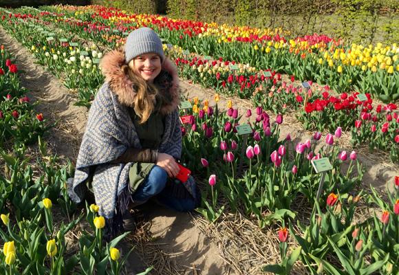 Nadine Metgenberg en el parque histórico Hortus Bulborum, que se abrió a fin de que las antiguas variedades de flores no se perdieran a lo largo de los años