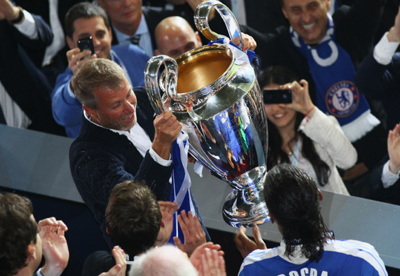 Roman Abramovich celebrando la victoria de su equipo, el Chelsea