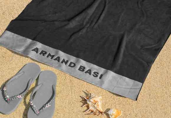 Toalla maxi de Armand Basi. Triunfa con ella en cualquiera de sus colores