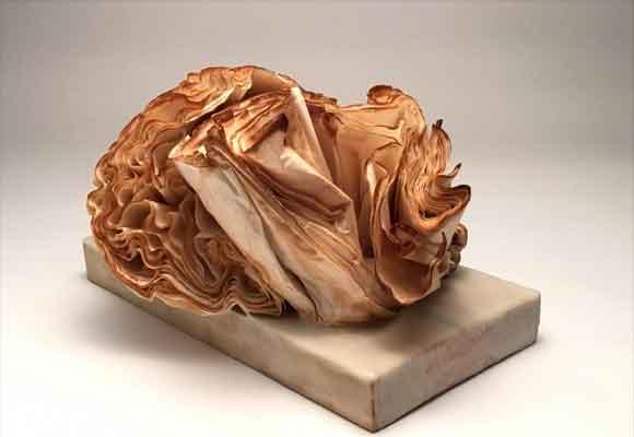 Escultura hecha con filtros de café, Esther Rosa