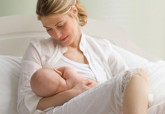 La leche materna tiene decenas de beneficios para el bebé