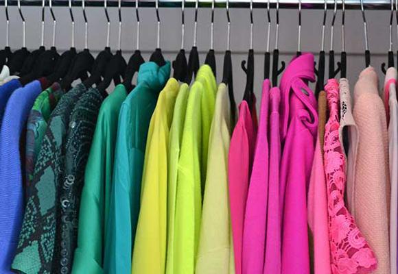 Ordena la ropa por colores una vez la tengas clasificada