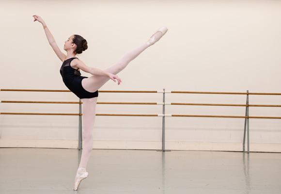 El ballet se recomienda desde edades muy tempranas, cuando el aparato locomotor asimila con facilidad