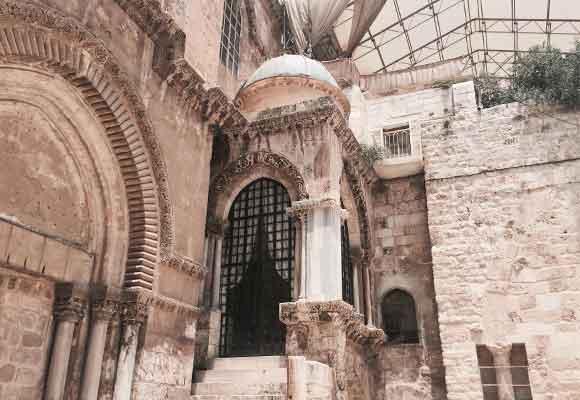 Visitar el Santo Sepulcro hace que te sientas un poco más cerca de Dios