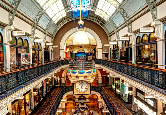 Interior del espectacular centro comercial QVB