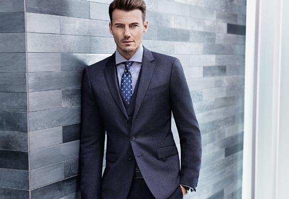La corbata estampada siempre que el traje sea liso