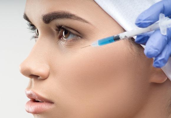 Estimula la producción de elastina, colágeno y tejido epidérmico